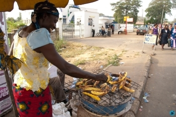 Plantain seller dies from stray bullet as cults clash in Oyo